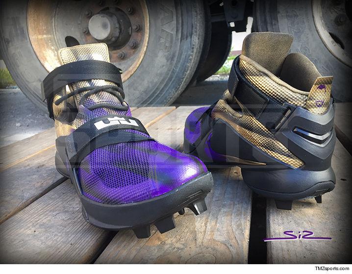 0923-terrel-suggs-shoes-tmz-sports-wm-02