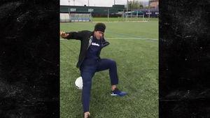 NEYMAR JUGGLING FAIL Soccer Star Falls On His Ass